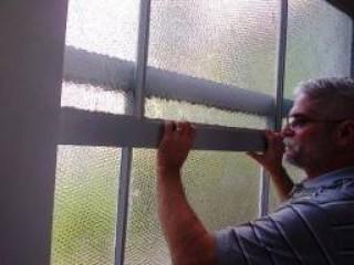 Marcenaria especializada em reparo de todos os tipos de janelas e portas de mad.