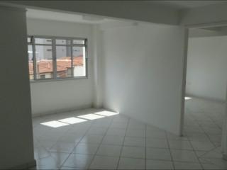 Aluga - se sala comercial na Penha com 52 m²