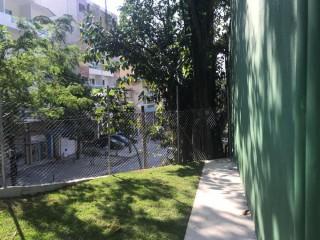 Aluga-se casa triplex no Itanhangá